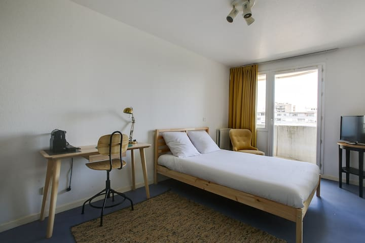 EQUIPPED STUDIO IWITH BALCONY N STRASBOURG FOR 2 (308)