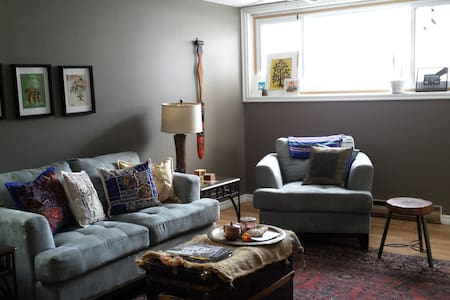 Cozy one bedroom close to downtown Sudbury - Sudbury - Rumah