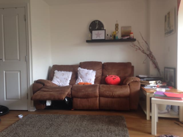 Great new house .min booking 1 week