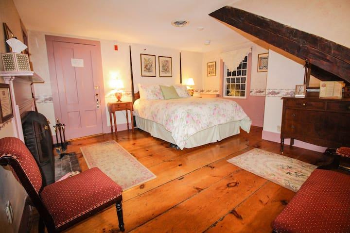 Nutmeg Inn Bed & Breakfast Cinnamon Room