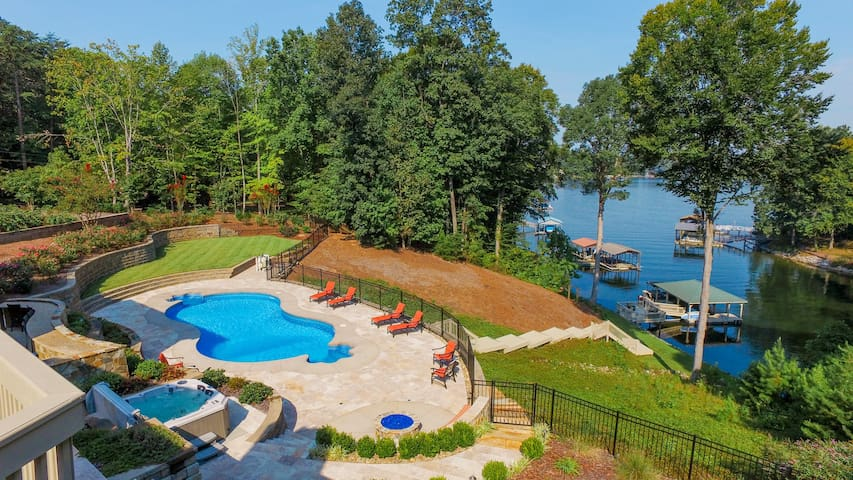 Bluebird Cove Private Lakefront with Pool and Dock - Mooresville - Huis