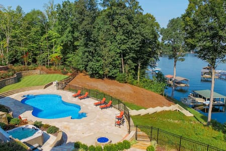 Bluebird Cove Private Lakefront with Pool and Dock - Mooresville