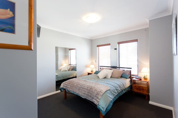 Private room-Two story beachside Scarborough house - Scarborough - Dom