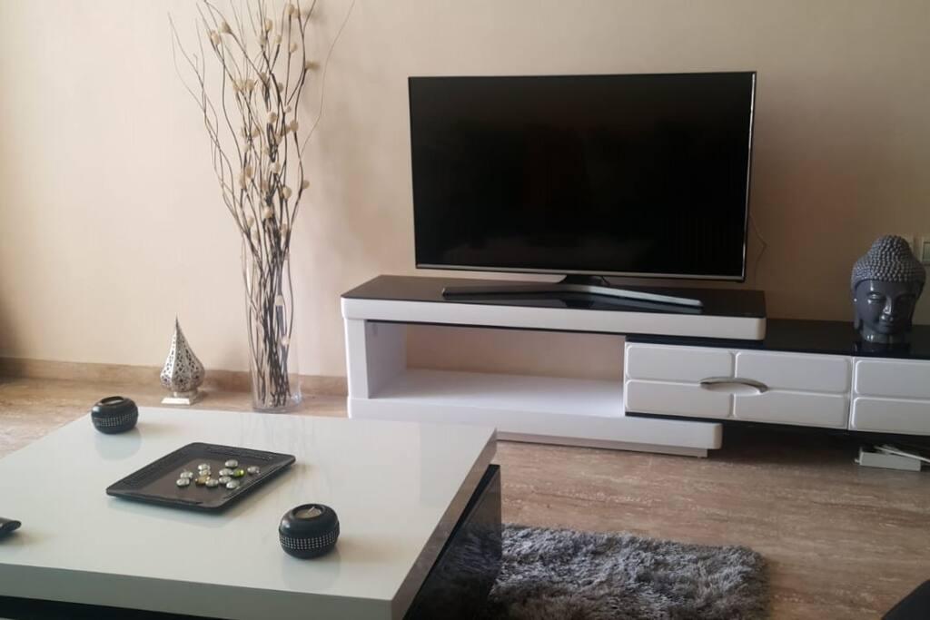Salon Avec SMart TV (IPTV) + WiFi haut débit