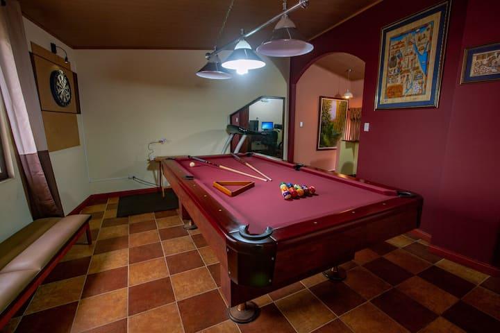 Super cómoda habitación  en APARTAMENTO COMPARTIDO