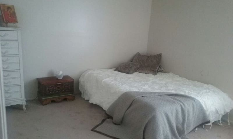 Clean, Calm, Comfortable - Fresno - Apartment