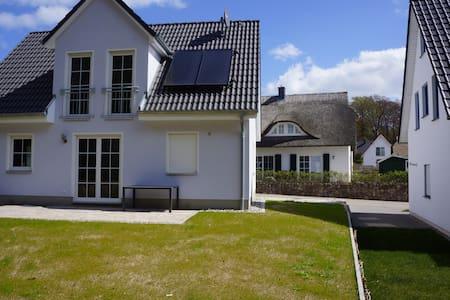Neue ruhige Ferienwohnung am Küstenwald in Koserow - Apartment