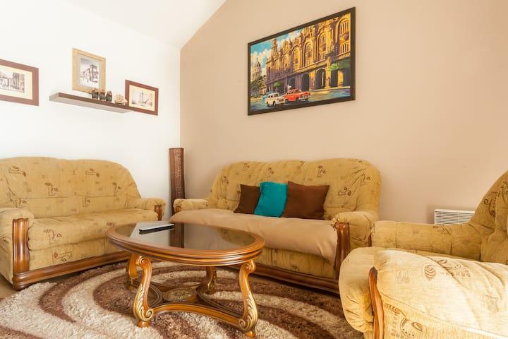 2 bedroom apartment near Porto Montenegro