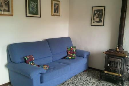 La casa di Anto&Sandra - Lari - Lägenhet