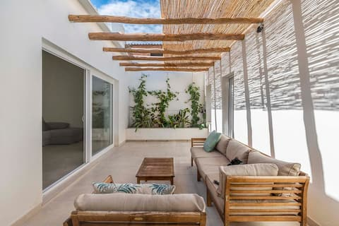 Agradable casa con patio interior.