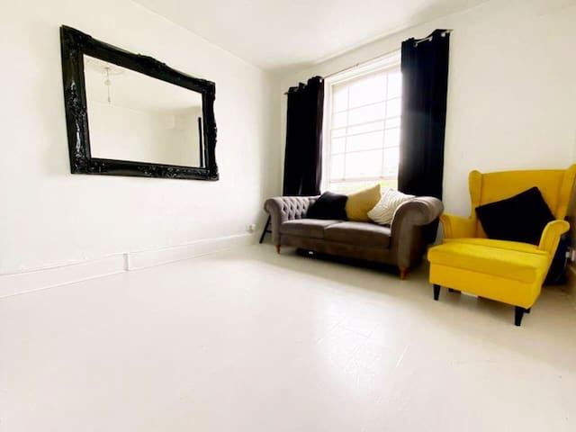 Stylish 1 bed apartment, in the heart of London.