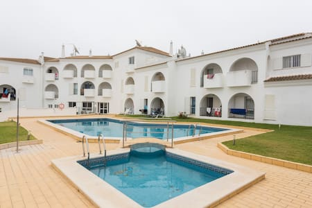 Pool view One bedroom apartment! - Albufeira