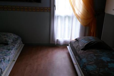 chambre d'amis, 2 lits de 90x180 - Us - Hus
