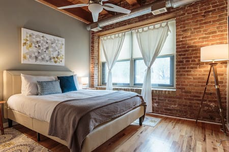 Exposed Brick 1BR Loft in a great neighborhood - Chicago