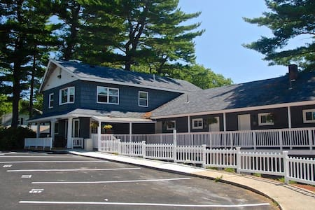 Kittery Inn & Suites - Boutique 1950s Maine Motel