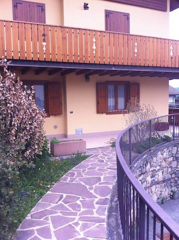 Panorama incantevole sulle Valle Bergamasche - Costa di Serina - Apartamento