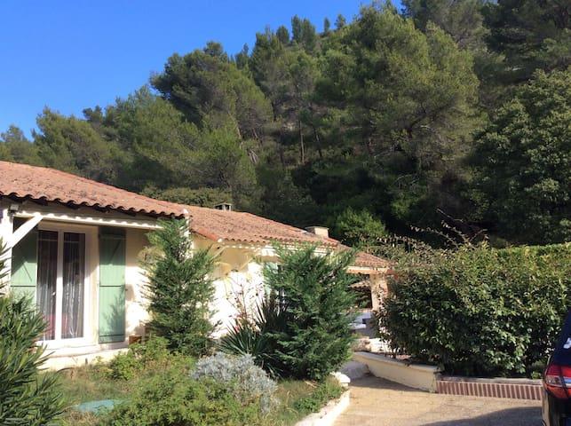 3 chambres spacieuses et confortables en Provence - Boulbon