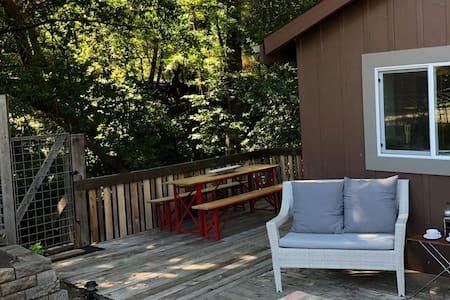 Woodacre Creekside Cottage