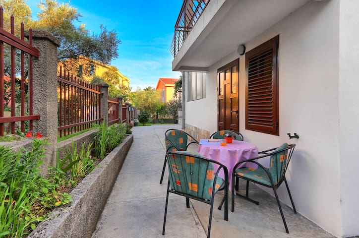 Cica-Lovely apartment with terrace