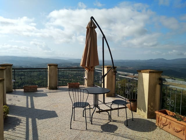 Panoramic house in Tuscany
