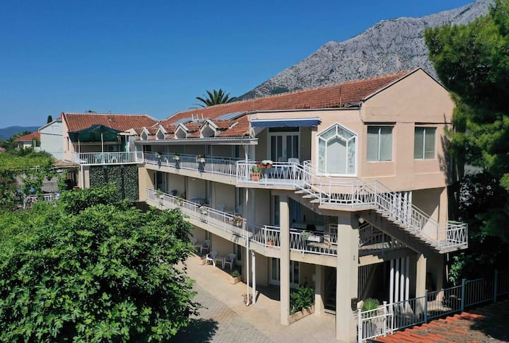 Sun Villa Apartments   M