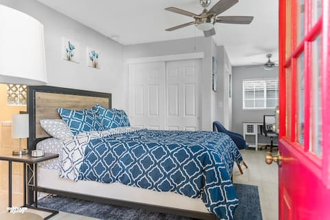 Private Downtown Guesthouse-Westchester Retreat