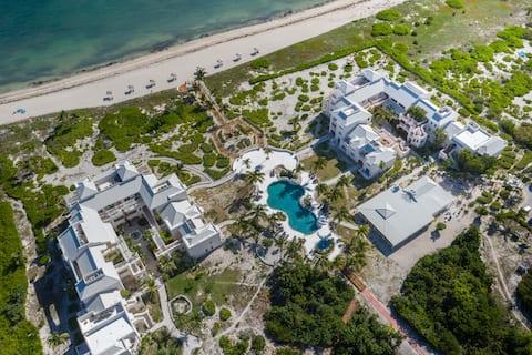 Ocean front 2 bdrm views, pool, beach, hot tub