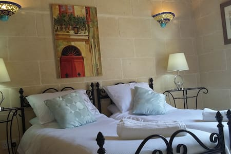 Lisa's Farmhouse,Pastel Room,Gozo - Bed & Breakfast