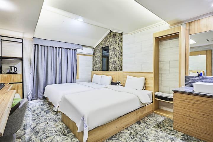 Suwon I.Y. Hotel Deluxe Twin(최대3인)