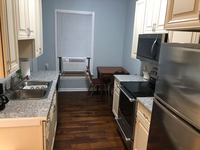 2 Bedroom Updated Downtown Sawyer Getaway!!