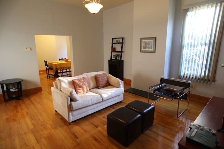30 min to NYC by bus or train. 2 bedrooms 4 beds.