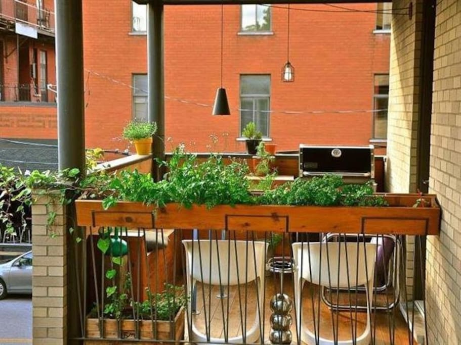 One of the best spots of the appartment is a wooden balcony with a BBQ.