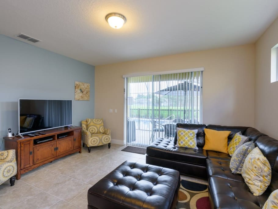 Couch,Furniture,Indoors,Room,Bedroom
