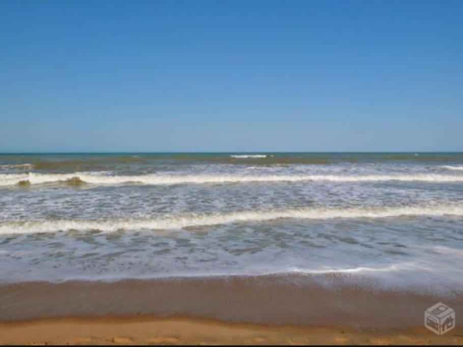 praia de unamar muito tranquila para banho.