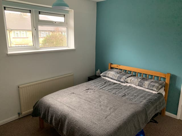 Double Room in Spacious maisonette