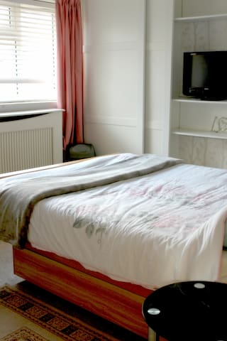 Double Room in Crawley town center