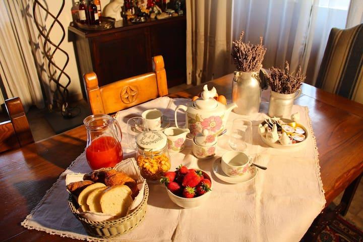 """""""IL TURRICONE"""" SPLENDIDO B&B AI PIEDI DI ASSISI - Assisi - Bed & Breakfast"""