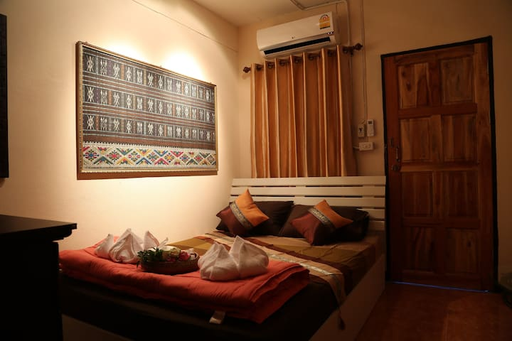 Chinese landlord  have double room in old city5