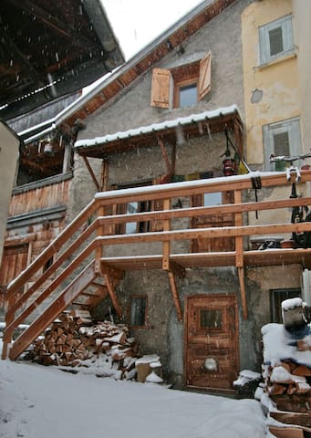 La Rumour, Jolie Maison - Allos - Haus