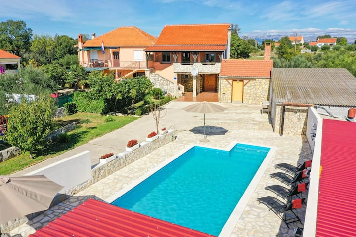 Charming Villa in Poličnik with Swimming Pool