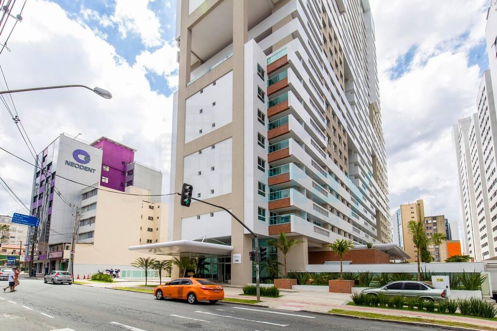 Edifício LifeSpace Curitiba. 2 torres com 29 andares. Região central na cidade de Curitiba.