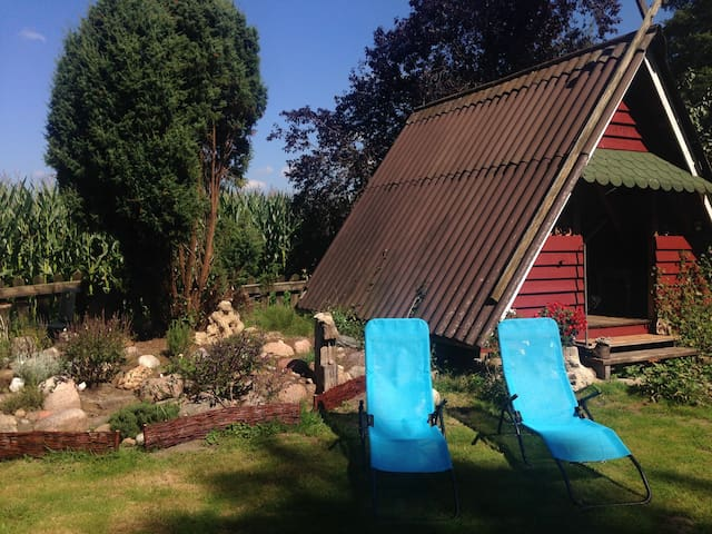 Gartenhaus mit anliegendem Kräutergarten
