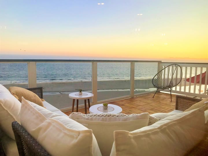 Immaculate OCEANFRONT Penthouse.1/2 block to Beach