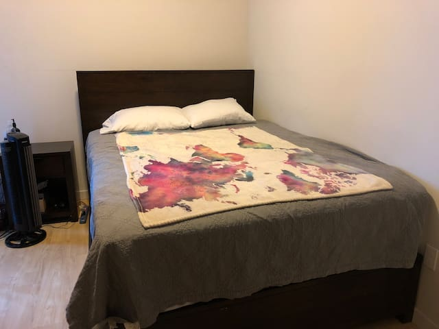 Comfortable Queen Bed in Central Location