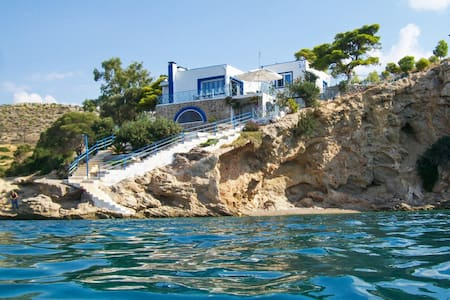 Luxury seafront house with balcony - Megara