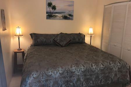 Johnson's Bay Hideaway - Apartment