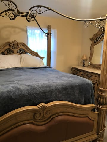Beautiful extremely comfortable King size bed