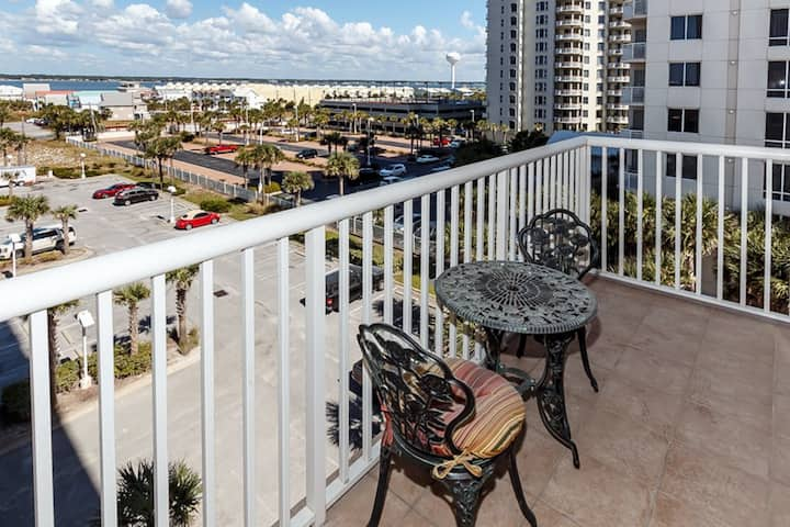 Lovely 4th Floor Condo! Community View, Pool, Grill, Large Balcony!