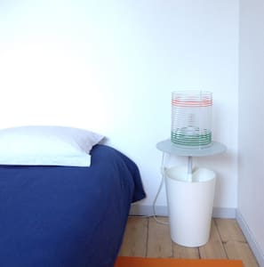 Une chambre design avec salon dans loft et jardin - Lille