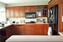Kitchen, stove-top, microwave, freezer, fridge, oven, coffee/tea